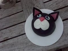 Allemaal Taart poezen kop Bake My Cake, Cake Ideas, Baking, Birthday, Cake, Kitchens, Birthdays, Bakken, Backen
