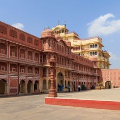 The best things to do in Jaipur? Explore these best attractions, sightseeing spots, fun activities, and other handpicked places to visit in Jaipur on this weekend. Know that most of the things to do are free or cheap. City Palace Jaipur, History Of India, Jaipur India, Incredible India, Maldives, Places To Visit, Asia, Louvre, The Incredibles