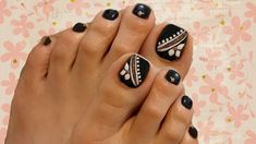 Toe Nail Designs give certain elegance to any woman's feet. Toe nail designs are beautiful and they complete the fashion look on every pedicure. Neon Toe Nails, Glitter Toe Nails, Purple Toe Nails, Black Toe Nails, Black Nails With Glitter, Cute Toe Nails, Pedicure Nail Art, Toe Nail Art, Art Nails