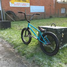 #instabmx #bmx #ridebmx #rideuk #bikes #instalike #lfl #like4like #f4f #stunts #funny #tricks #love #riding #ridaz #lz #sponsor #pro #totalbmx #totalarmy #killabee by sam_snowden_bmx
