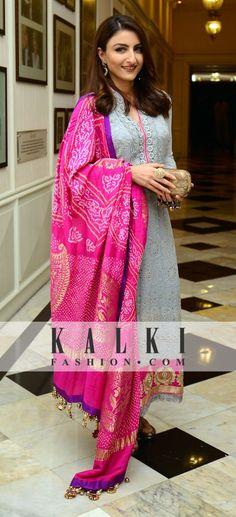 Soha in grey n pink anarkali wid matching contrast bandhni dupatta
