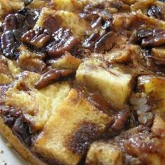 Cinnamon Swirl French Toast Casserole made in the crockpot/slow-cooker with pecans and chopped dates Crockpot French Toast, French Toast Casserole, Slow Cooker Recipes, Crockpot Recipes, Cooking Recipes, Casserole Recipes, Casserole Pan, Brunch Casserole, Crockpot Dishes