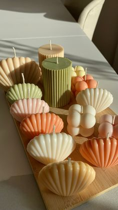 Cute Candles, Diy Candles, Scented Candles, Seashell Candles, Pillar Candles, Cute Room Ideas, Cute Room Decor, Minimalist Candles, Candle Art