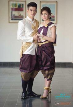 khmer wedding costume Laos Wedding, Khmer Wedding, Thai Traditional Dress, Traditional Outfits, Cambodian Wedding Dress, Eve Costume, Culture Clothing, Thai Dress, Wedding Costumes