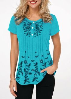 Mothers Day Gifts Ideas Womens Casual Tops Button Front Crinkle Chest Printed T Shirt Stylish Tops For Girls, Trendy Tops For Women, Look Fashion, Fashion Outfits, Turquoise Fashion, Shirt Sale, Colorful Shirts, Tops Online, Shirts Online
