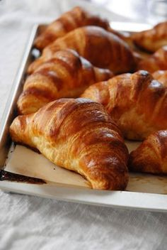 Homemade French Croissants Tutorial French croissants are not just in France anymore! The Secret is out, and here is the perfect Homemade French Croissants Tutorial to help you get that perfect French Croissant in your own home. French Croissant, French Toast, Bread Recipes, Cooking Recipes, Copycat Recipes, Brunch Recipes, French Pastries, Food And Drink, Favorite Recipes