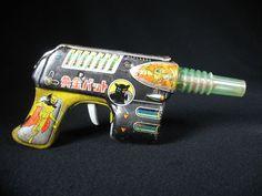 RARE OGON GOLDEN BAT PISTOL SPACE TOY SUPERHERO GUN TIN LITHO NOMURA T.N. JAPAN