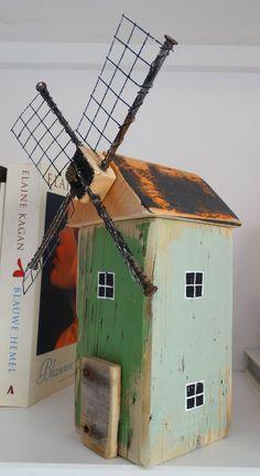 Reclaimed wood and found object windmill . de molen - Reclaimed wood and found object windmill … de molen - Wooden Art, Wooden Crafts, Wood Scraps, Driftwood Crafts, Beach Crafts, Miniature Houses, Bird Houses, Wooden Houses, Little Houses