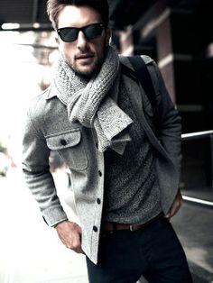 L écharpe pour homme. C est l accessoire le plus utilisé pour les jours un  peu plus froides. Le vent, la pluie, tout suggère l utilisation de cet  article 792e76fd843