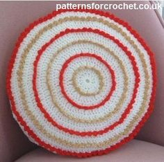Circular cushion cover free crochet pattern from http://www.patternsforcrochet.co.uk/round-cushion-cover-usa.html #freecrochetpatterns #patternsforcrochet