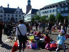 An drei Sonntagen im Jahr erobern Kinder den Marktplatz in Darmstadt, um zu feilschen und zu verkaufen. Veranstaltet werden diese Kinderfloh...