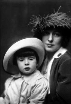 U.S. Chorus girl and model Evelyn Nesbit and son, Russell William Thaw, 1913 // Arnold Genthe