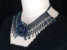 インディゴのキラキラ衿型ネックレス