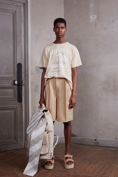 Off-White designer Virgil Abloh took a cheeky stab at the working class with his Blue Collar spring-summer 2016 menswear collection. Ck Fashion, Male Fashion Trends, Fashion Week, Mens Fashion, Fashion Design, Paris Fashion, Fashion Models, Fashion Brands, Mode Streetwear