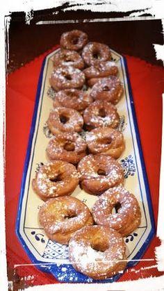 REPOSTERÍA DE ANTAÑO: JERÓNIMAS DE TOLEDO Donut Recipes, Mexican Food Recipes, My Recipes, Sweet Recipes, Cake Recipes, Favorite Recipes, Spanish Desserts, Spanish Dishes, Latin Food