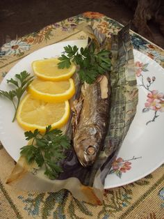 Cristina's world: Scrumbie cu lamaie, la cuptor Fish, Ethnic Recipes, Fashion, Moda, Fashion Styles, Pisces, Fashion Illustrations