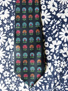 Wide navy blue silk necktie with stylised flower pattern - French 90s vintage
