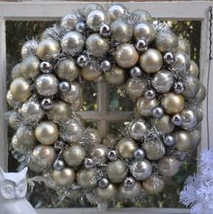 The Homeless Finch: 25 Days of Christmas and Holiday Series: Day 8--inexpensively-made ornament wreath