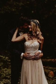 Excellent Wedding Poses For Bride And Groom ❤︎ Wedding planning ideas & inspiration. Wedding dresses, decor, and lots more. Excellent Wedding Poses For Bride And Groom ❤︎ Wedding planning ideas & inspiration. Wedding dresses, decor, and lots more. Bridal Portrait Poses, Bridal Poses, Vintage Wedding Photography, Wedding Photography Poses, Photography Ideas, Couple Photography, Wedding Couple Poses, Wedding Couples, Bride Groom Poses