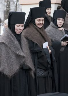 Orthodox nuns during a typical Russian winter Hindus, Ukraine, Russian Culture, Bride Of Christ, Russian Orthodox, Orthodox Christianity, Folk Costume, People Of The World, World Cultures