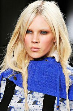 make-up inspo art-on-the-lips-fingertips-and-eyelids