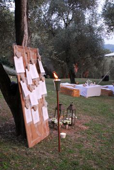 Olive trees, straw bales, torches, flower pots and a calligraphed table plan are a perfect combination for a provencal wedding Wedding Unique, Unique Weddings, Wedding Ideas, Straw Bales, Flower Pots, Flowers, Torches, Olive Tree, Table Plans