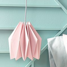Transform Paper into an Amazing Origami Pendant Learn how to make this affordable geometric lampshade then hang your modern lighting in a bedroom dining room or office. The post Transform Paper into an Amazing Origami Pendant appeared first on Paper Diy. Diy And Crafts, Crafts For Kids, Arts And Crafts, Paper Crafts, Pot Mason Diy, Mason Jar Crafts, Diy Projects To Try, Craft Projects, House Projects