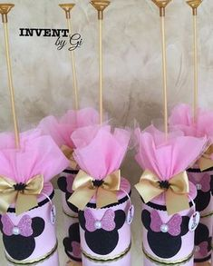1st Birthday Party For Girls, Minnie Birthday, Mickey Mouse Parties, Minnie Mouse Pink, Diy Baby Shower Decorations, First Birthdays, Valentino, Ideas, Halloween Decorating Ideas