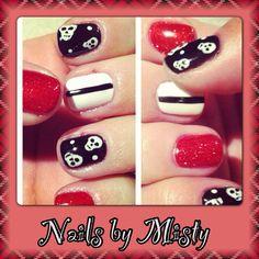 Skulls shellac nail art