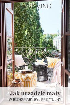 Jeśli jesteś szczęściarzem i mieszkasz w mieszkaniu z balkonem - gratulujemy! Masz do dyspozycji jedną z najbardziej porządanych przestrzeni w domu. Być może Twój balkon w bloku nie jest wystarczająco przestronny, aby powiesić na nim hamak i wstawić meble, które tak bardzo Ci się podobają. // #Westwing #WestwingNow #MyWestwingStyle Balkon Ogród Taras Meble Ogrodowe Balkonowe Balcony Garden Tarrace Pufy Interior Design Wystrój Wnętrz Balconies, Verandas, Balcony