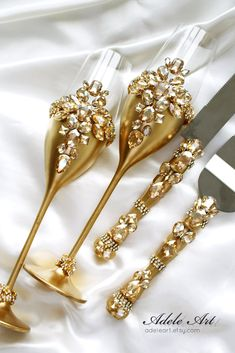 Gold Wedding glasses and Cake Server Set Wedding Cake Knife, Cake Cutting Set Toasting flutes Champagne glasses gold, set of 4 Champagne Wedding Cakes, Fall Wedding Cakes, Wedding Cake Prices, Gold Wedding, Rustic Wedding, Elegant Wedding, Dream Wedding, Vintage Wedding Flowers, Decor Wedding