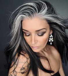 Long Gray Hair, Silver Grey Hair, Pelo Color Plata, Grey Hair Transformation, Grey Hair Inspiration, Gray Hair Highlights, Mom Hairstyles, Hair Shows, Her Hair