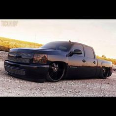 """Murderer out!! ⚫️ #Chevy #Silverado #gmc #sierra #dropped #droppedcrewcabs #lowered #sueo #droppedtrucks"""