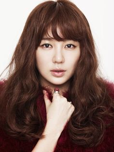 Yoon Eun Hye is a South Korean actress, singer, entertainer and model. She debuted as a member of girl group Baby V. Blue And White Jeans, Korean Hair Color, Soft Natural Makeup, Yoon Eun Hye, Popular Actresses, Hallyu Star, Fringe Hairstyles, Korean Celebrities, Korean Beauty