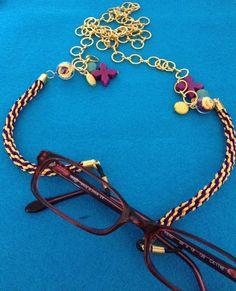 Cuelga gafas con cordon de kumihimo y howlita