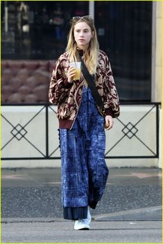 Suki Waterhouse Off Duty Street Style Inspiration Boho Outfits, Trendy Outfits, Fashion Outfits, Look Fashion, Autumn Fashion, Suki Waterhouse, Teen Girl Fashion, Relaxed Outfit, Hippie Style