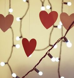 Love this beautiful Valentine's Day decoration. Lights, hearts, and bokeh photography. Just use cheap Valentine garland & Christmas lights! Valentines Day Treats, Valentines Day Decorations, Valentine Day Crafts, Happy Valentines Day, Valentine Hearts, Quote Decorations, Valentine Photos, Valentinstag Party, Heart Day