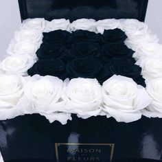 Black and white roses. Maison Des Fleurs flower arrangement.