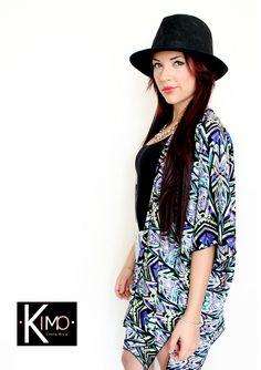Kimono con amplio y bello estampado, seda mate, perfecto para playa y ciudad. Marca: KIMO Hecho en costa Rica Whatsapp 70164801
