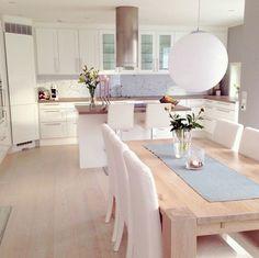 Ñ Open Plan Kitchen Living Room, Kitchen Room Design, Home Room Design, Small Space Interior Design, Modern Kitchen Design, Home Decor Kitchen, Interior Design Kitchen, Home Living Room, Home Kitchens