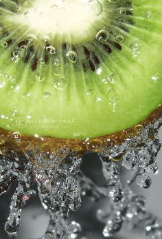 Kiwi Fruit making a splash Fruit And Veg, Fruits And Veggies, Fresh Fruit, Kiwi, Fruit Of The Spirit, Healthy Fruits, Patterns In Nature, Simple Pleasures, Food Coloring