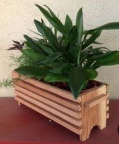 Wooden Crates Garden, Wooden Planters, Diy Planters, Wooden Containers, Wooden Pallets, Easy Woodworking Projects, Diy Wood Projects, Garden Projects, Woodworking Tools