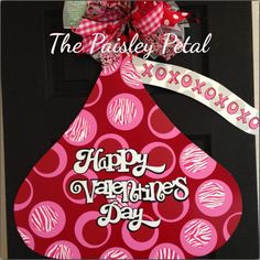 Valentines Day Door Hanger Chocolate Kiss by thepaisleypetalvegas Valentine Images, Valentine Wreath, Valentines Day Decorations, Valentine Day Crafts, Be My Valentine, Canvas Door Hanger, Burlap Door Hangers, Burlap Crafts, Wood Crafts