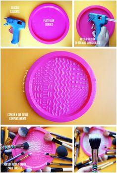Uma ótima ideia para ajudar na hora de lavar os pincéis de maquiagem