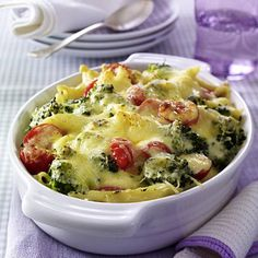 Our popular recipe for broccoli pasta casserole and more than other free recipes on LECKER. Our popular recipe for broccoli pasta casserole and more than other free recipes on LECKER. Baked Pasta Recipes, Broccoli Recipes, Baking Recipes, Pasta Casserole, Casserole Recipes, Easy Healthy Recipes, Vegetarian Recipes, Broccoli Pasta Bake, Pasta Salad