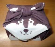 wagomu: そういや多摩動物公園で、前からいいなーと思ってたオオカミの手ぬぐい買えました。かわいい。… on Twitpic