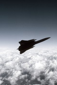 Air to air view right side view of a Strategic Reconnaissance Wing's Blackbird reconnaissance aircraft, as it banks left flying over scattered clouds, on a mission out of Beale Air Force. Military Jets, Military Life, Military Aircraft, Airplane View, Airplane Design, Fighter Jets, Blackbirds, Airplanes, Air Force