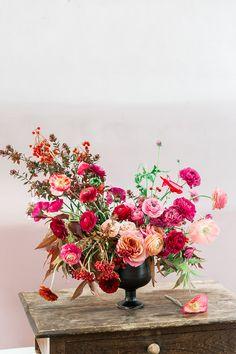 Centerpiece inspiration for your next party! #flowerworkshop #floraldesign #centerpiece see more: https://ruffledblog.com/colorful-arrangements-tulipina-workshop