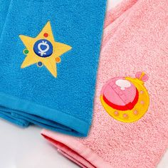 In the name of the moon, I will dry you! Give your favorite Scout a salute as you dry off with these Sailor Moon embroidered hand towels. These bathroom accessories are made from 100% cotton and can create the ideal housewarming gift.