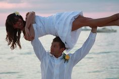 crossfit couple; bride overhead .. Need this picture on our Wedding Day!